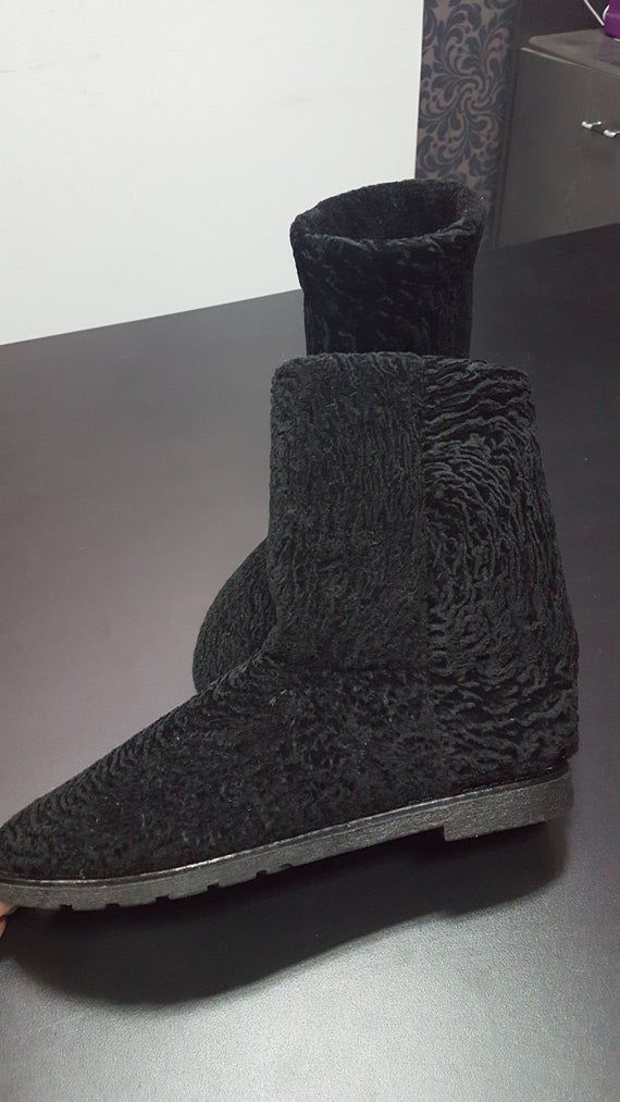 Fur boots for women, winter boots, black woman boots, snow boots, fur leg warmers, ugg boots, girl boots, black fur boots, bling uggs #uggbootsoutfitblackgirl Fur boots for women, winter boots, black woman boots, snow boots, fur leg warmers, ugg boots, girl b #uggbootsoutfitblackgirl