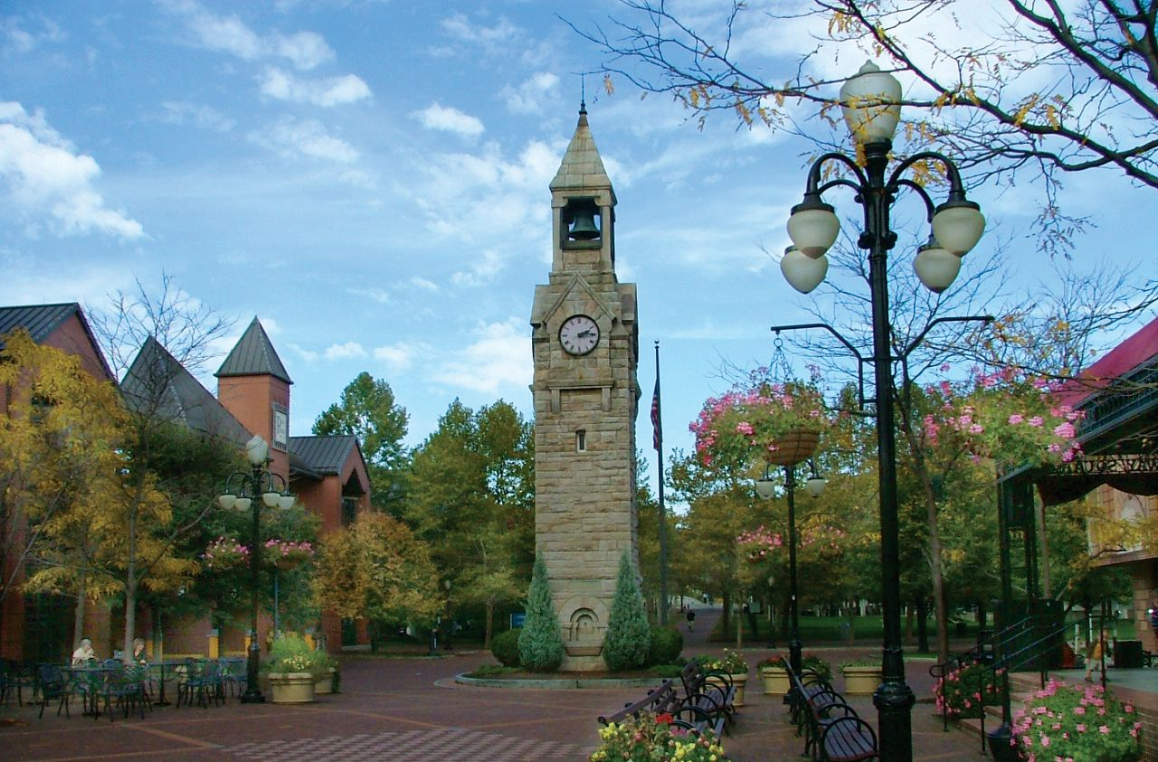Clock Tower In Corning Ny Centerway Corning Small Towns Places In New York New York Travel