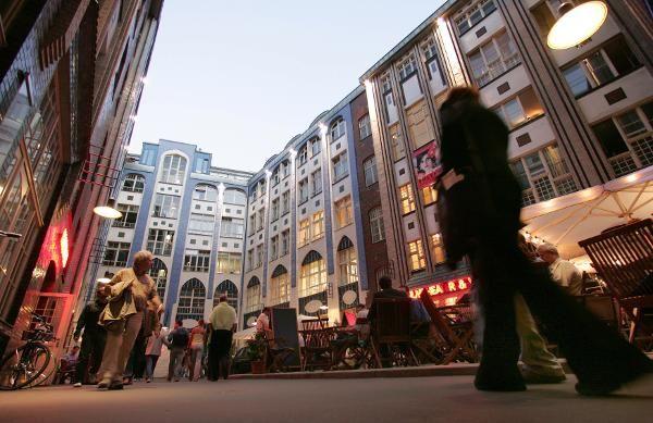 Die Hackeschen Höfe sind das größte geschlossene Hof-Areal Deutschlands!