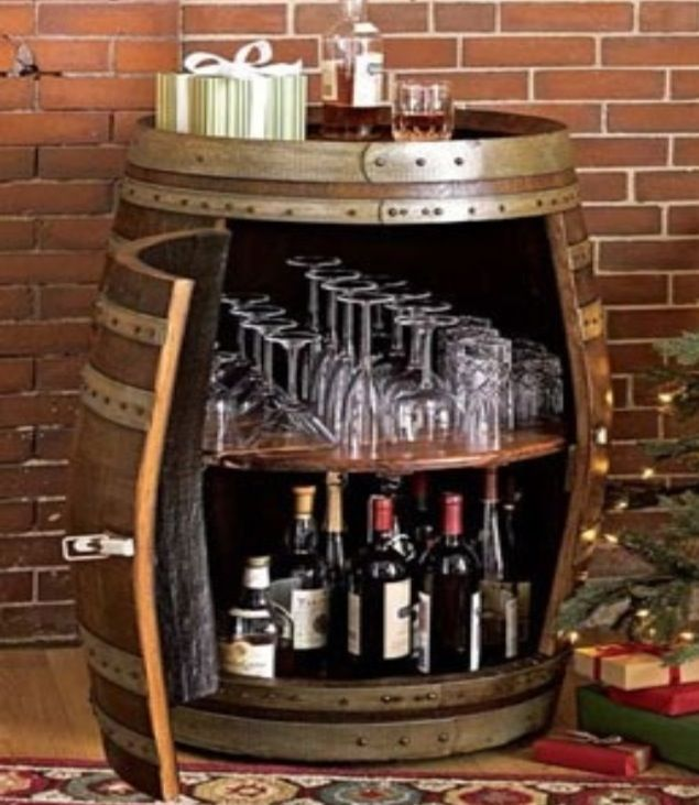 Oh how i love this wine barrel mini bar of course we 39 d for Diy whiskey barrel bar