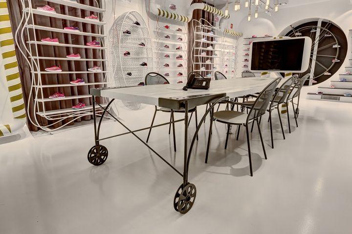 skechers showroom in istanbul by zemberek design   Retail