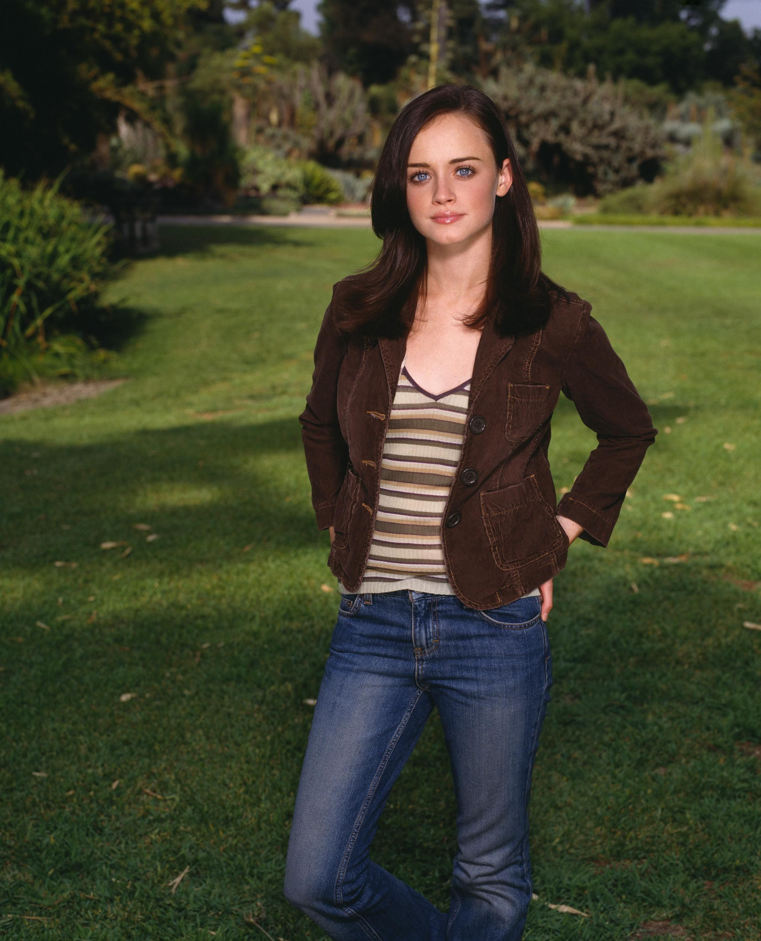 Pin by Iscah McKrae on Rory Gilmore | Gilmore girls fashion, Gilmore