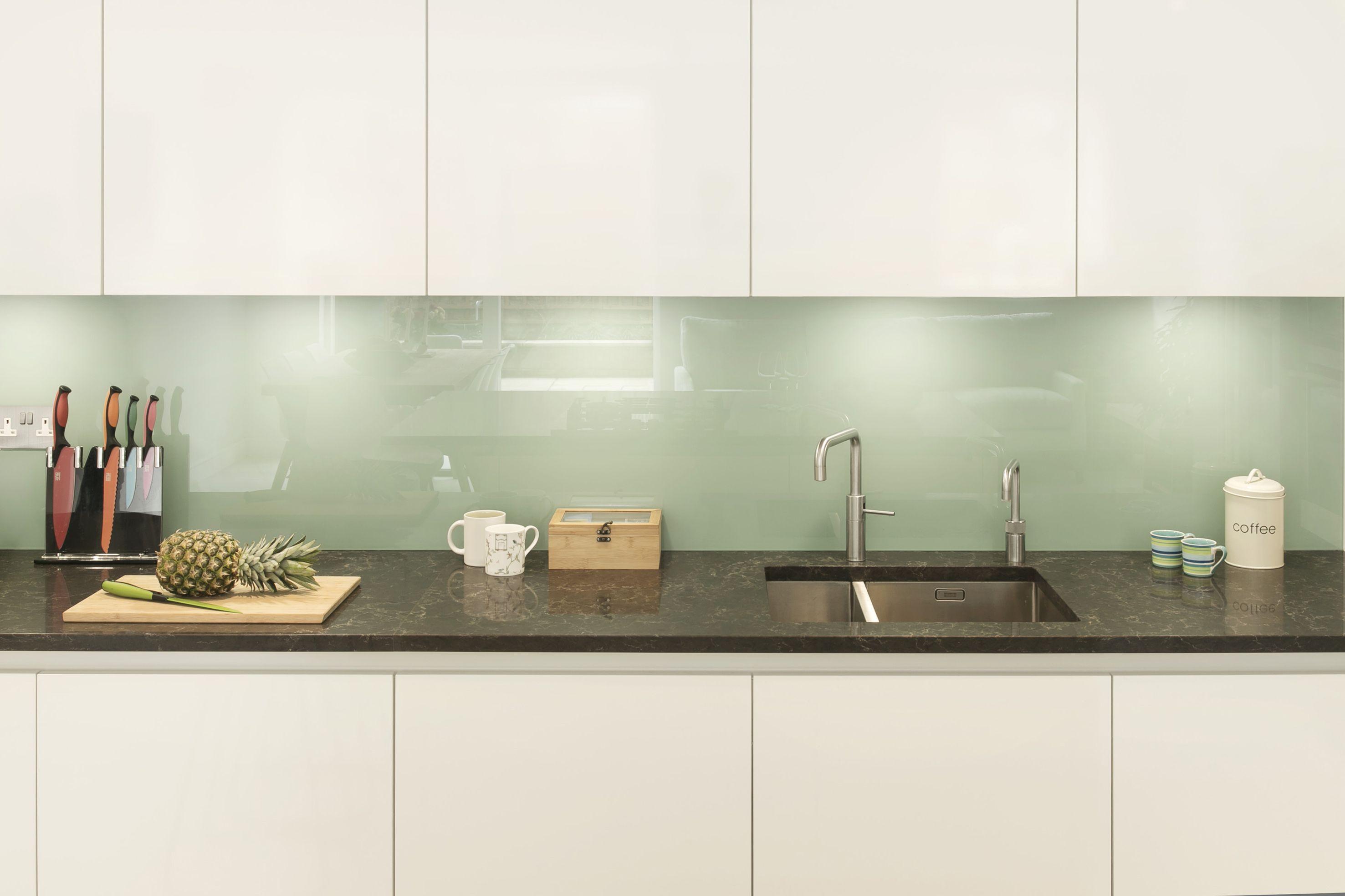 Keuken Kleur Veranderen : Een felle kleur integreren in het ontwerp van je keuken lijkt