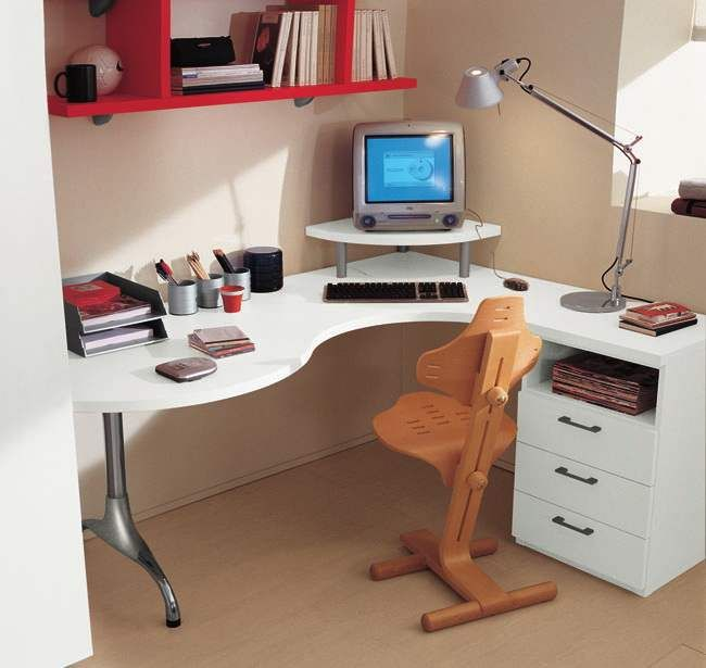 Natural Wooden L Shaped Gaming Desk With Espresso Square Pendant Lamp And Office Star Task Chair Cool Computer Desk Design Gaming Computer Desk Computer Room