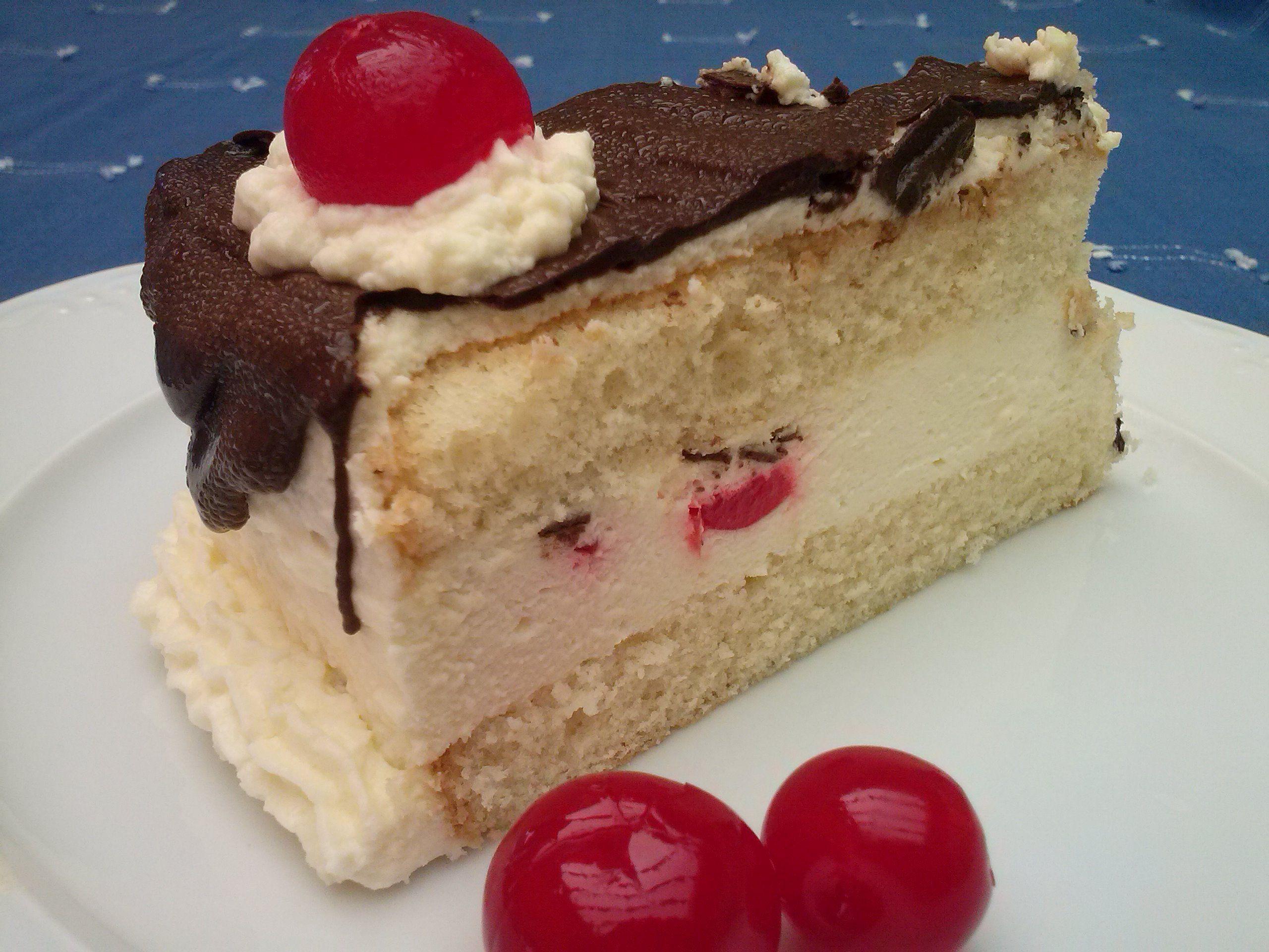 Delicioso... http://lacocinadesole6.blogspot.com.es/2014/02/pastel-selva-negra.html