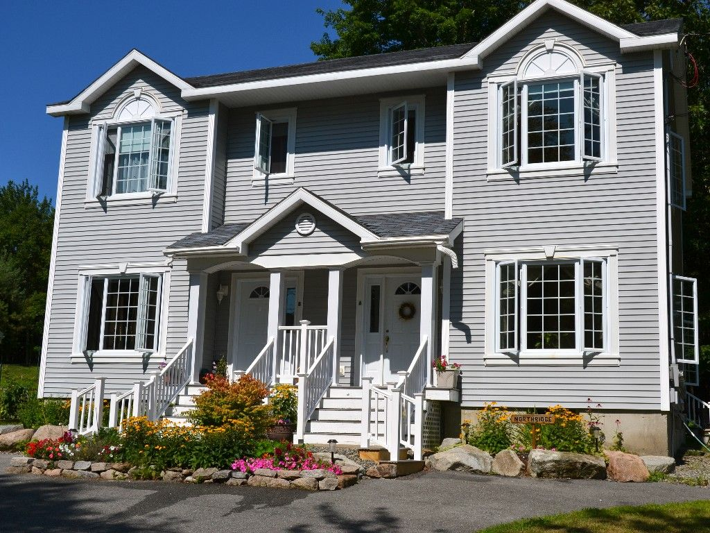 Perfect Bar Harbor Location One Mile From Downtown And 1 4 Mile To The Park Bar Harbor Vacation Books House Styles Townhouse