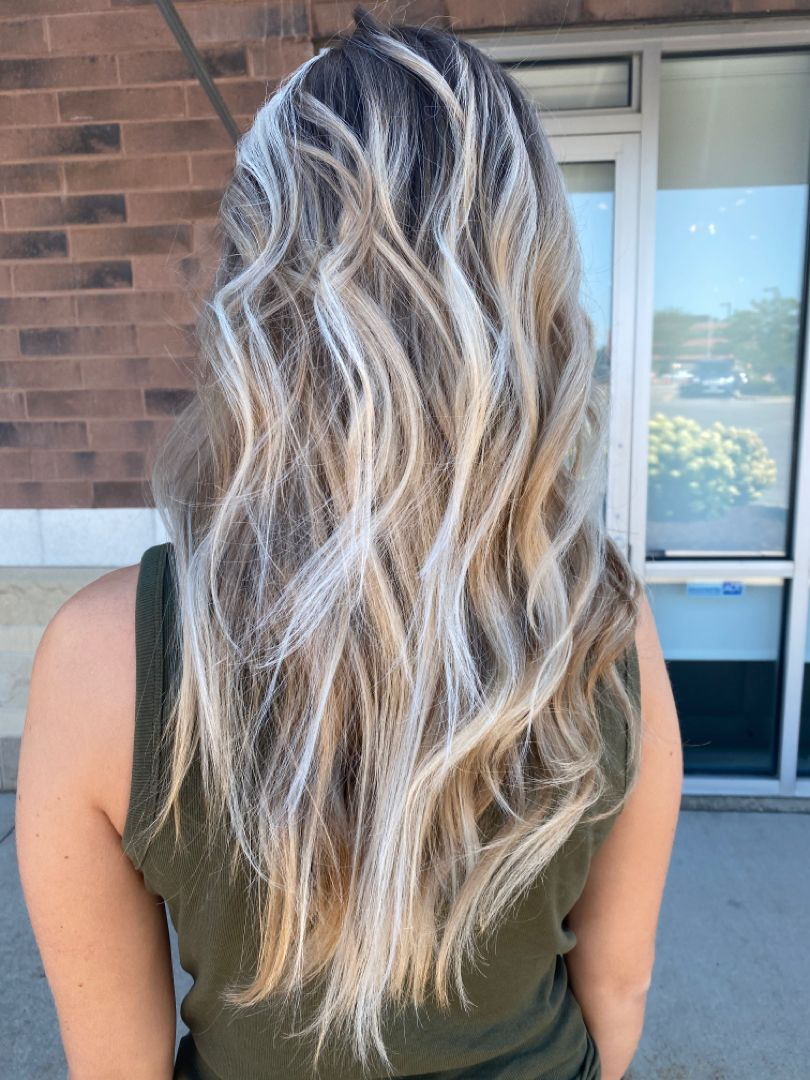 Bright, blonde lived-in haircolor by me! #balayage #brightblonde #livedincolor #livedinblonde #longhairbalayage