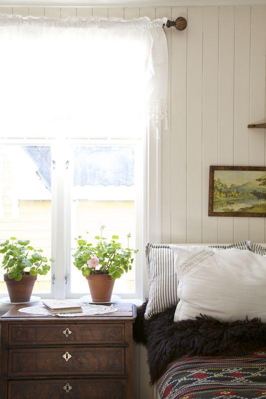 Life pleasure lambris et bois pinterest deco chambre a coucher lambris et deco chambre - Lambris chambre ...