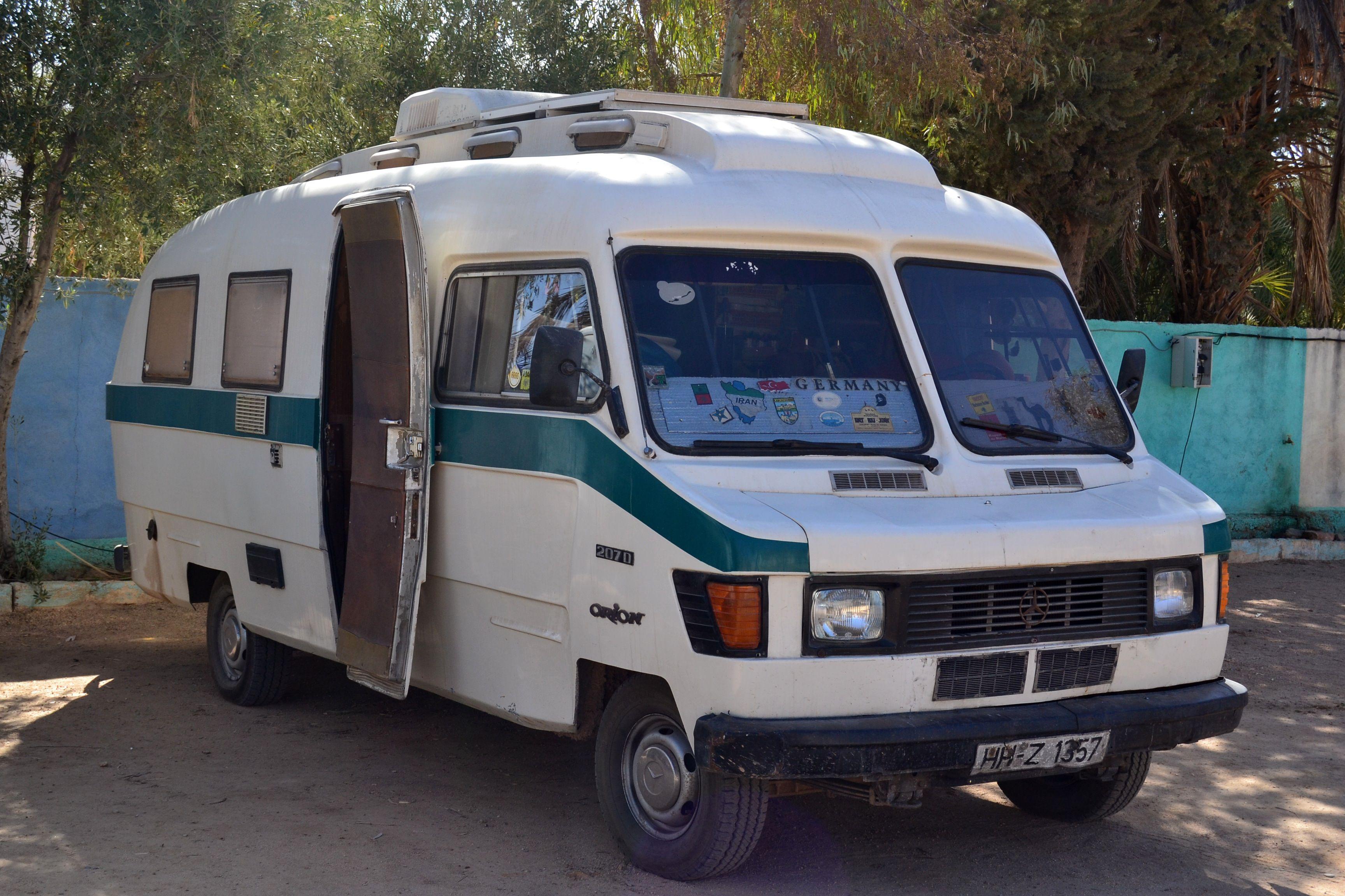 Orion mercedes 207d photo prise ouarzazate maroc for Mercedes benz rv camper