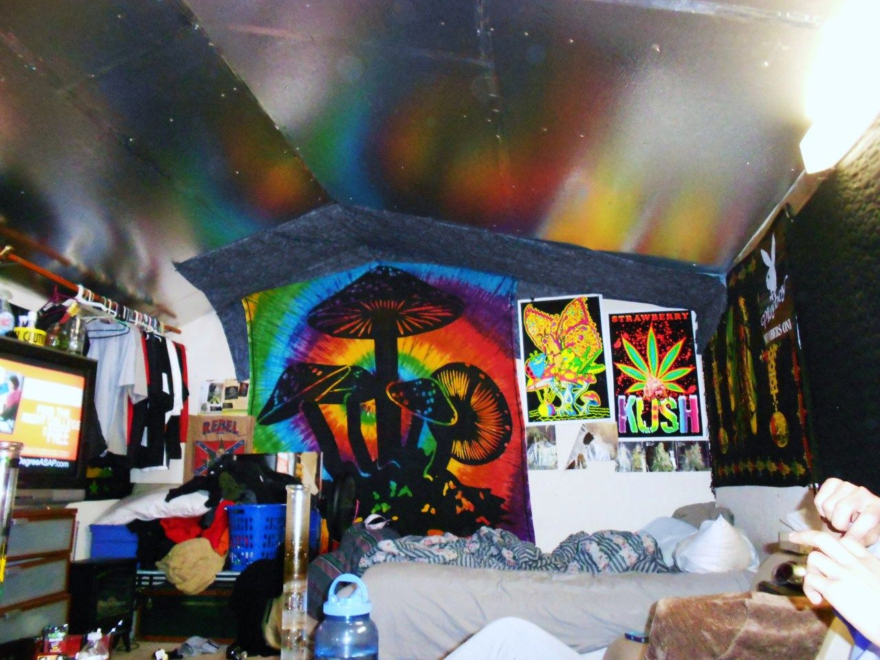 Tags for this image include room light bedroom tumblr and grunge - Stoner Room Google Search