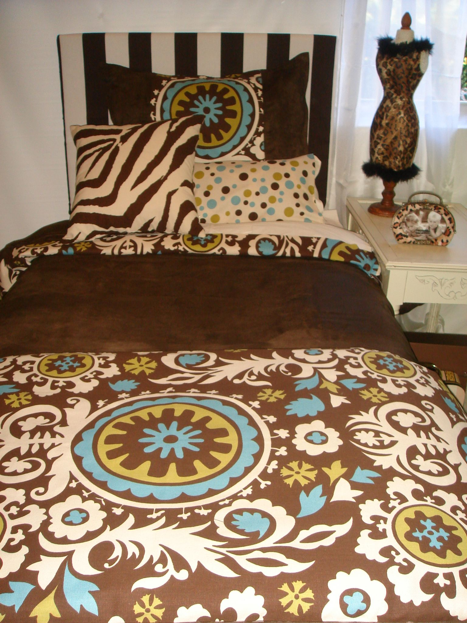 Design Your Own Dorm Room: Need Dorm Room Bedding And Dorm Decor?