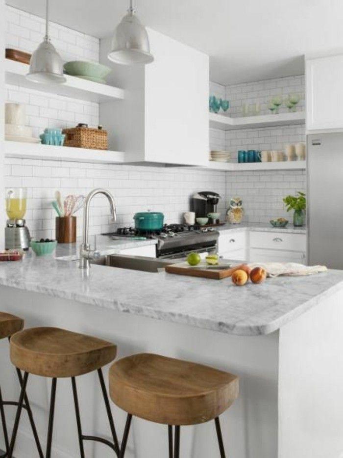 mur en petits carreaux blancs deco cuisine americaine avec bar de cuisine en marbre blanc