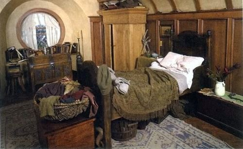Hobbithouses: BEDROOM IN BAG END