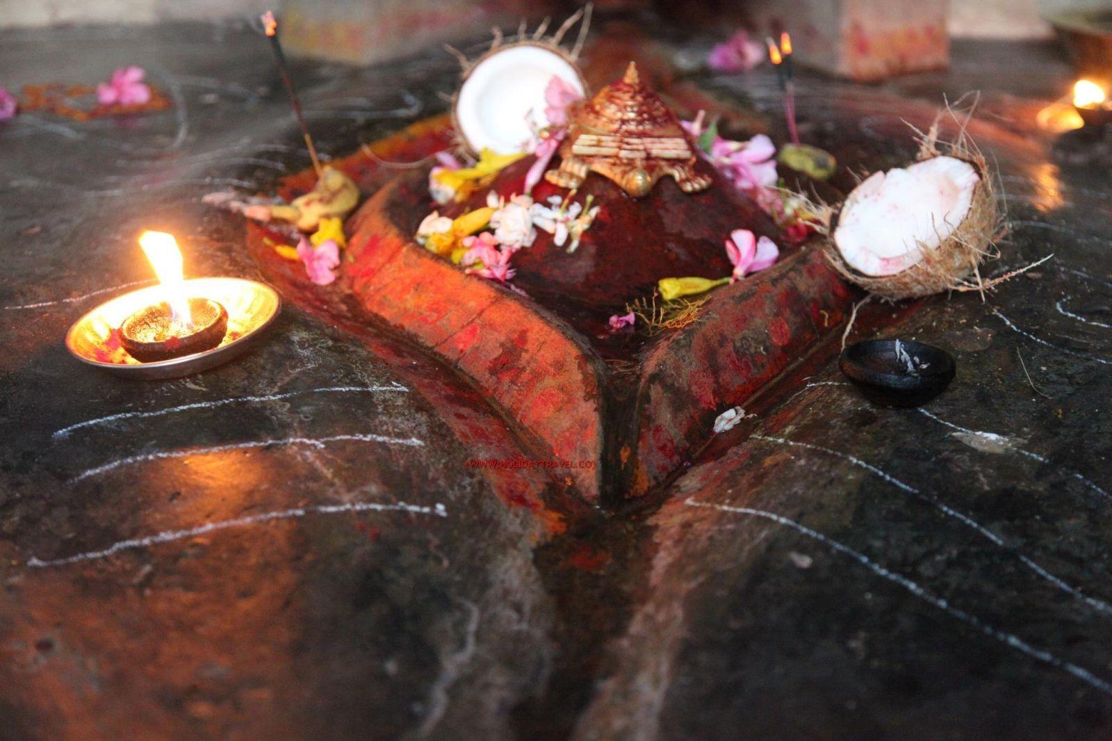 Kamakhya Or Kamroop Shaktipeeth Guwahati Assam Devi S Yoni Fell Here And The Idols Are Devi As Kamakhya