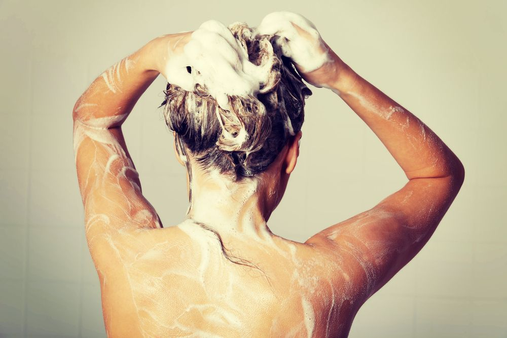 If You Wash Your Hair At Night We Have Some Scary News For You Washing Hair Dry Scalp Hair Mistakes