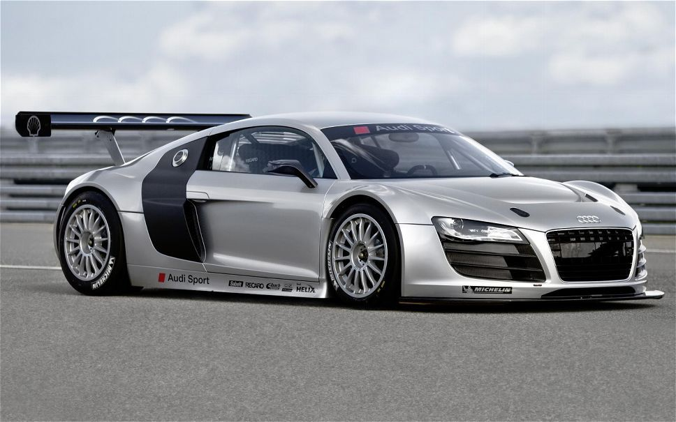 Audi R8 LMS Ultra, 5.2 liter V10 developing 570bhp