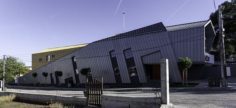 Conveyer Angles Sloping Facade In Kindergarten Kita Bulgaria Facade Architecture Modern Buildings