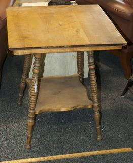 VINTAGE HALL OR ENTRYWAY OAK TWO TIERED SPINDLE LEG TABLE IN GOOD  CONDITION. MEASURES 29X24X24