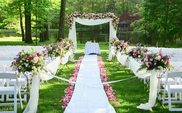 Beautiful Backyard Weddings. Backyard Wedding Ideas ...