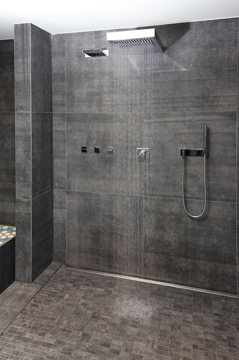 die gro e offene dusche im wellnessbereich l dt nach der. Black Bedroom Furniture Sets. Home Design Ideas