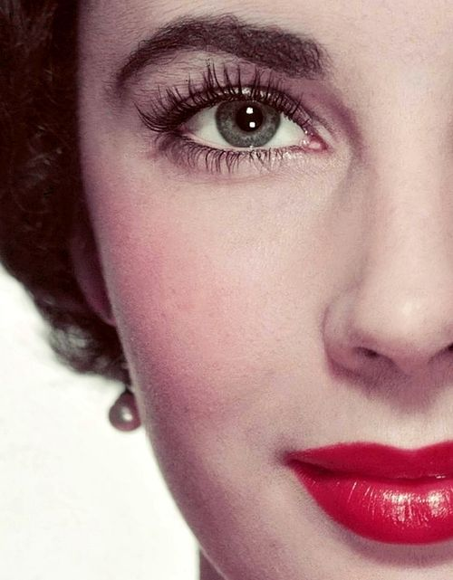 0a236f877d9 Elizabeth Taylor- are these her real eyelashes, eyebrows, and stray facial  hairs? Not the most flattering color for eyes.
