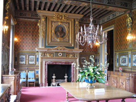 chateau de cheverny interior images   Cheverny Chateau Dining Room