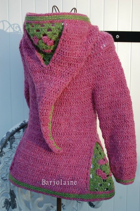 Patron crochet pour manteau femme à capuche open spaces