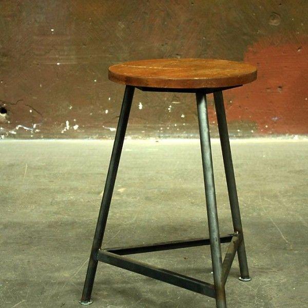 vintage werkstatthocker industriestuhl echte industriem bel works berlin wohnung hocker. Black Bedroom Furniture Sets. Home Design Ideas