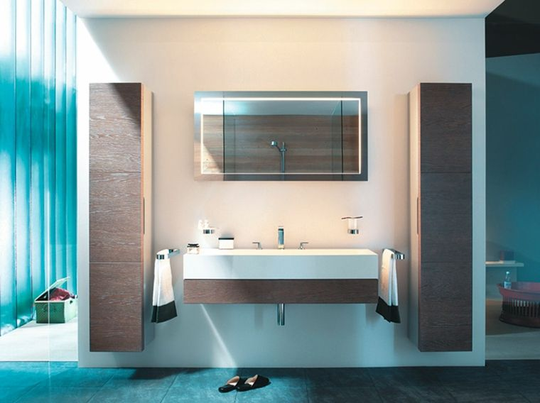 Arredare bagno piccolo mobile sospeso con lavandino lungo due