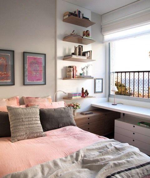 """Casa e Jardim's Instagram post: """"Este quarto tinha um armário que não dava conta de guardar todas as peças da jovem moradora. A arquiteta Paula Neder tirou então o melhor…"""""""