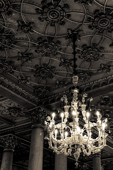 Black tin ceilings only work if they reach to the heavens, but when they do, they are more dramatic than a soap opera star... ~ETS