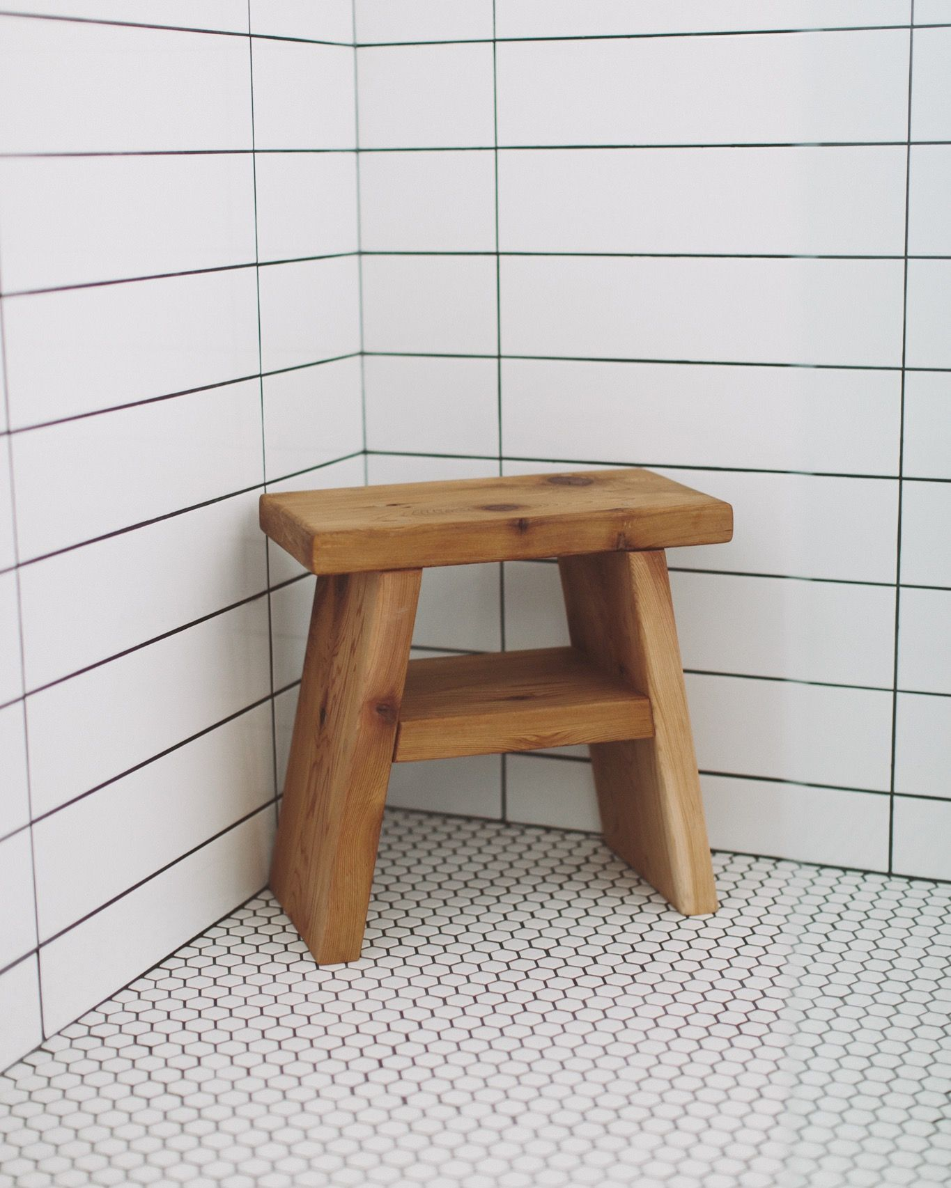 CEDAR SHOWER STOOL DESIGN : BRIEMAKESSPACES