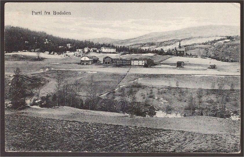 Budalen i Sør-Trøndelag Storrø N 19. Budal er en tidligere selvstendig kommune i Sør-Trøndelag fylke, fra 1837 del av Støren formannskapsdistrikt. Budal ble skilt ut som egen kommune i 1879. Kommunen hadde ved opprettelsen 585 innbyggere.