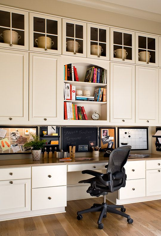 Traditional Home® wall of upper cabinets with glass THE DREAM HOME
