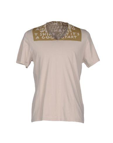 MAISON MARGIELA T-Shirt. #maisonmargiela #cloth #top #pant #coat #jacket #short #beachwear