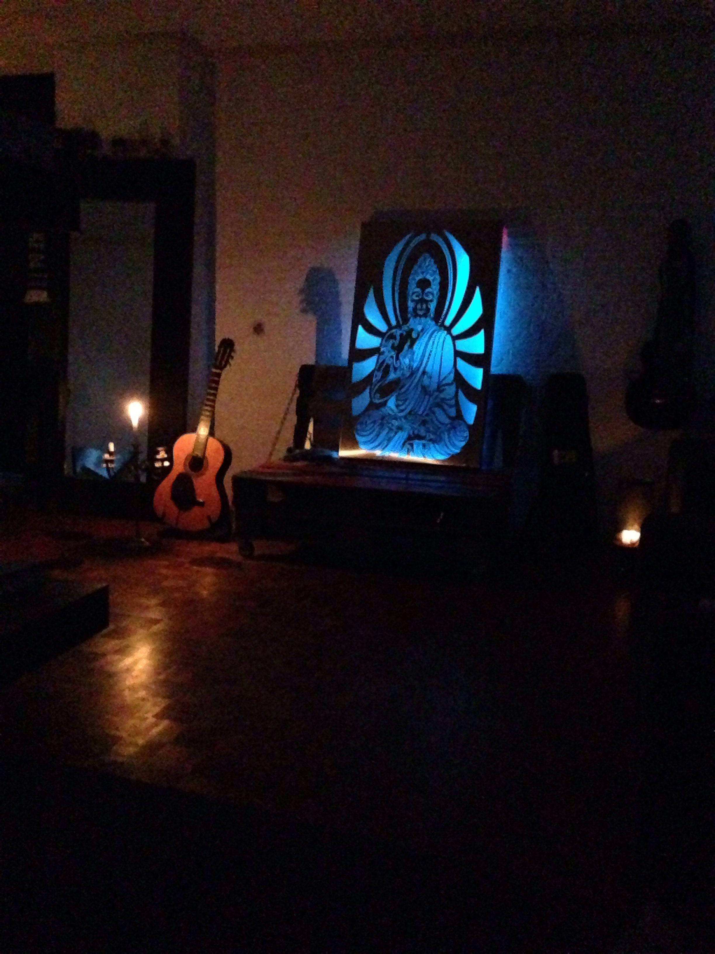 Buddha wenst u een fijne avond! #showroom #design #industrialdesign #hengevelde #haaksbergen #twente #ootmarsum #light #art #kunst