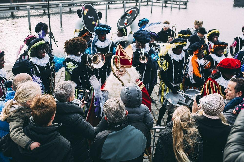 Pin Op Intocht Sinterklaas 2016 In Almere Haven