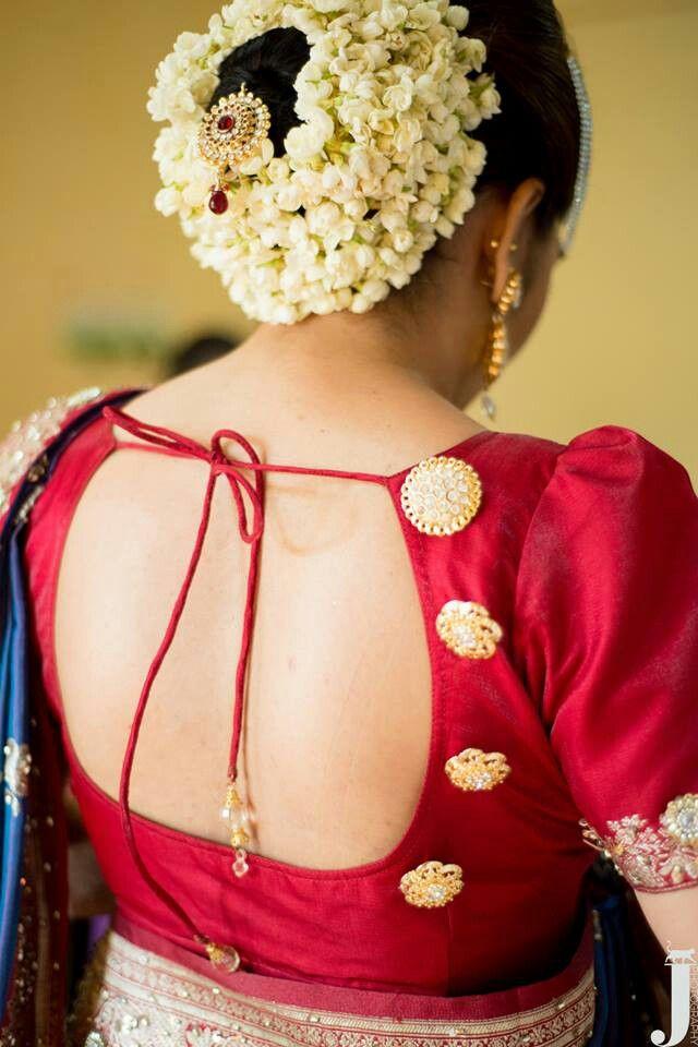 South Indian Bride Temple Jewelry Jhumkis Red Silk Kanchipuram Sari Bun With Fresh J South Indian Bride Indian Bridal Hairstyles South Indian Bride Hairstyle