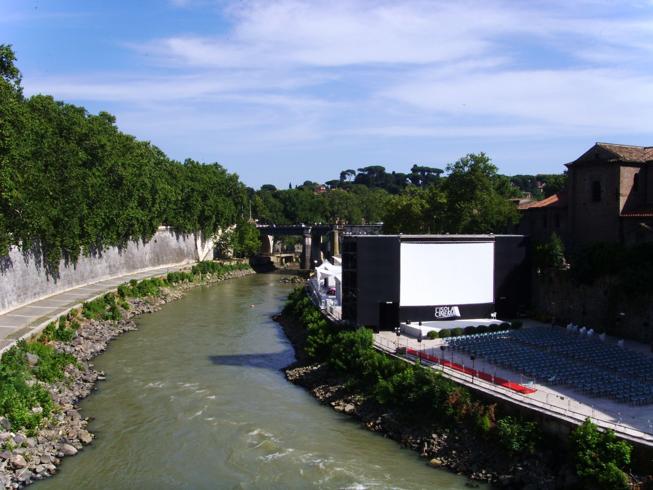 Open air cinema at Isola Tiberina Rome, by Açalya