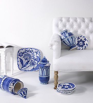 lue and white are back! VIETRI's Italian take on highly collected Chinese blue and white porcelain and old Delft pottery is right on trend. Inspired by antique Italian silk fabrics and luxurious Hermes scarves, Blu Bianco home decor accessories are timeless heirlooms with the twist of new Italian designs. Already a press favorite!