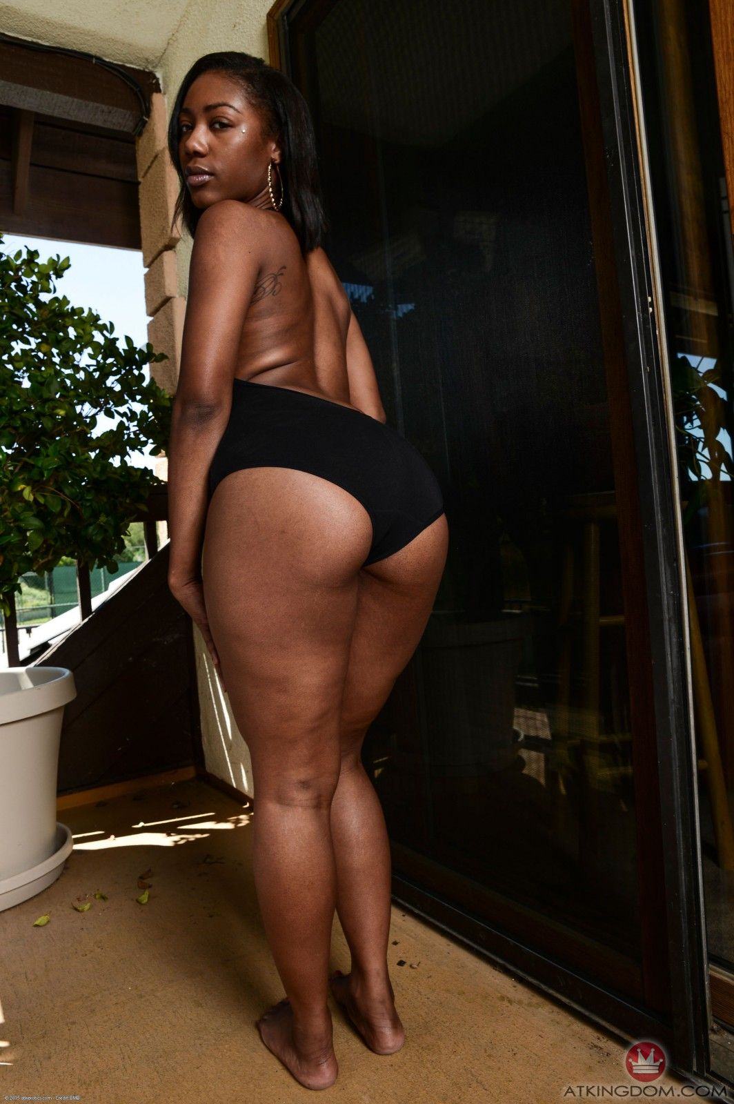 chanell heart makes your mind blank when she spreads her ass and