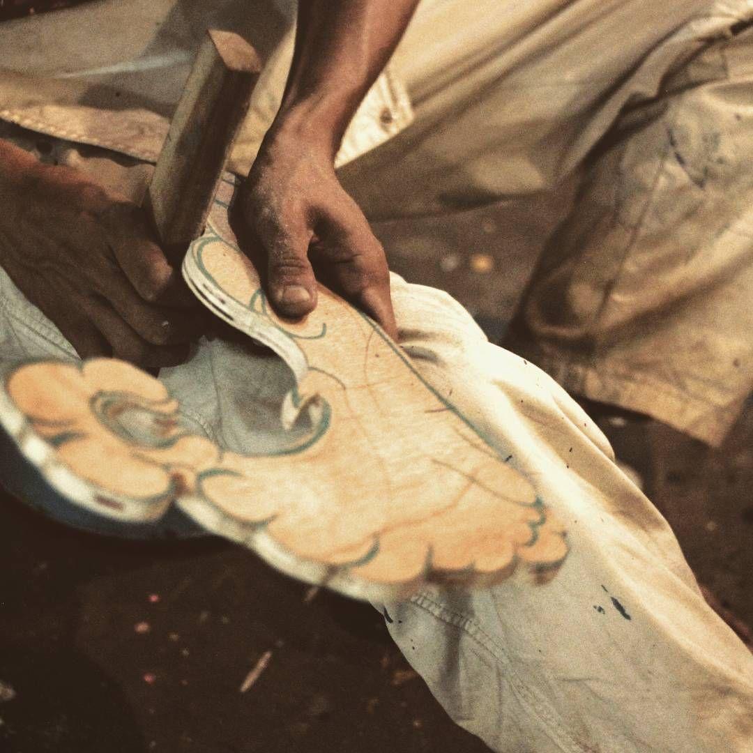 Kasar diluar halus didalam  💪💔  .  .  .  #brokenhearted#club# #carpenter #carving #woodcraft #artinstallation #sanggargarasi