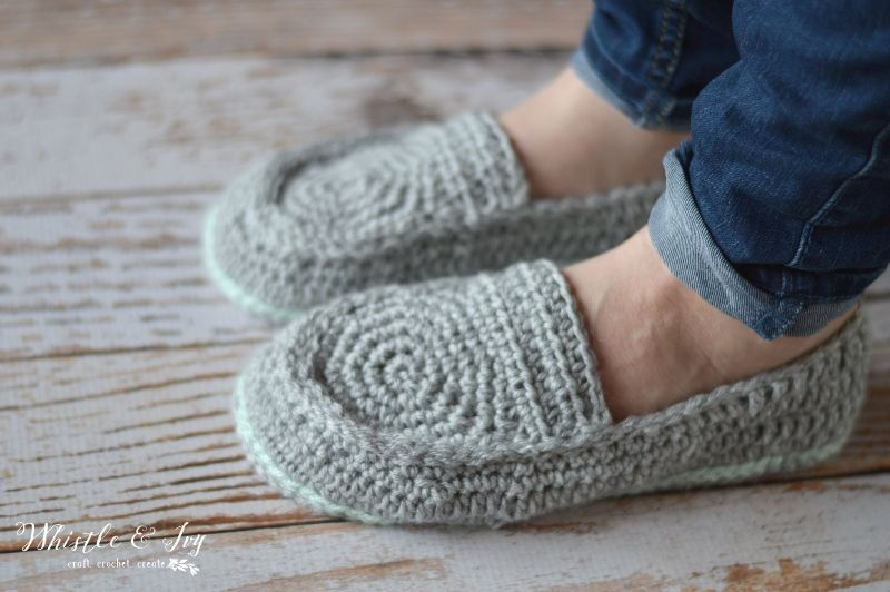 Womens loafer slippers crochet pattern loafer slippers free free crochet pattern womens loafer slippers make these comfy and cute loafer slippers dt1010fo