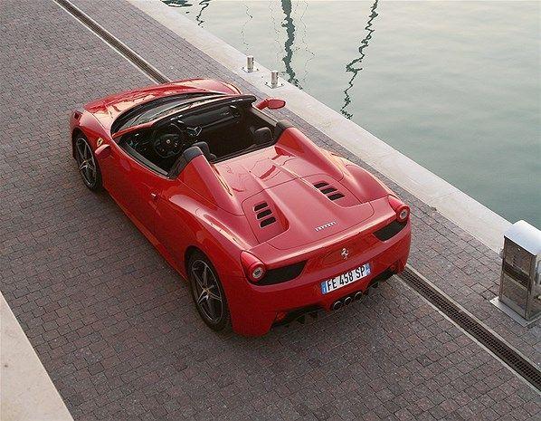 2013 FERRARI 458 SPIDER - Es uno de nuestros Ferrari favoritos y quitarle el techo metálico no hace sino aumentar nuestro amor por él. ¿Quién puede resistirse a sus encantos?