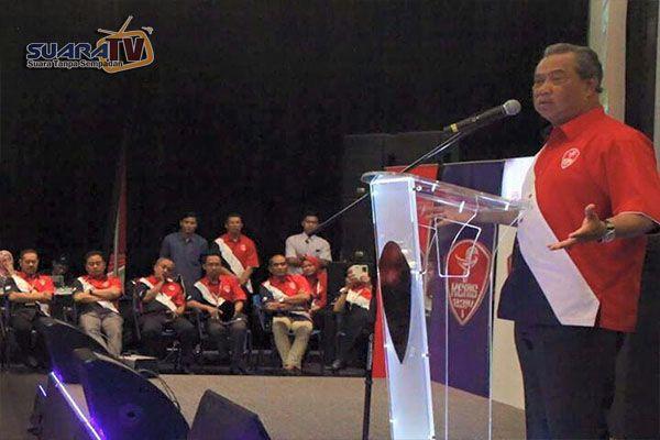 Zahid siasat dalang rakam video ucapan Muhyiddin - http://malaysianreview.com/124531/zahid-siasat-dalang-rakam-video-ucapan-muhyiddin/