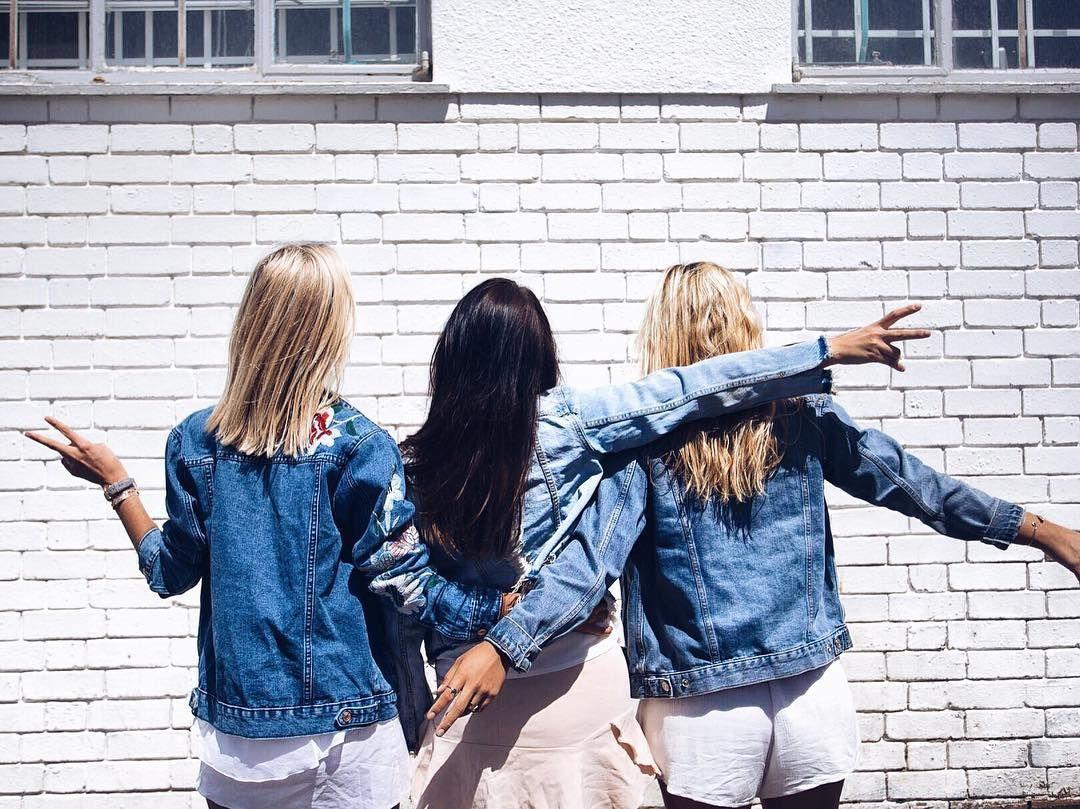 "345 Me gusta, 9 comentarios - Jules Cecilia (@julescecilia) en Instagram: ""GIRL GANG 🙋🏼🙋🏻🙋🏼 tag your besties 👇🏼 📷 by @tmvisuals 👏🏼"""
