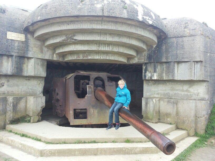 Op bunker bij Omaha Beach