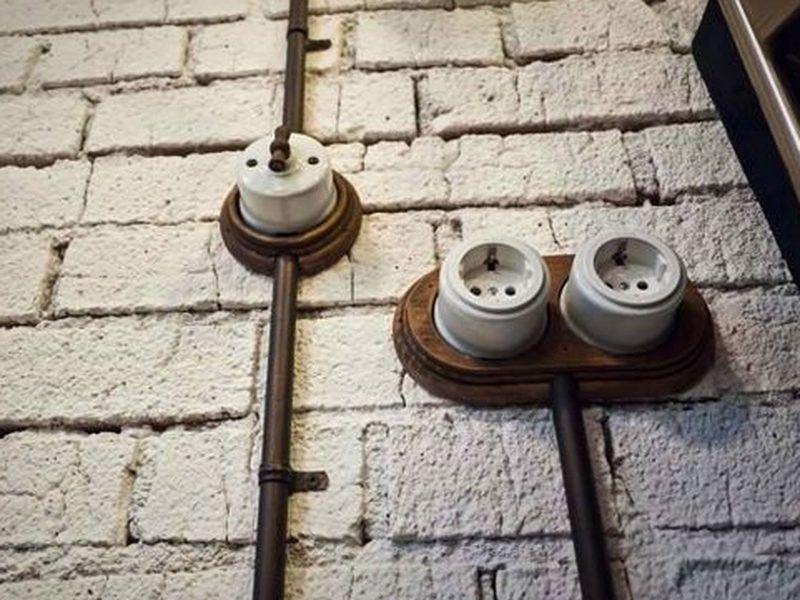 interrupteur unipolaire en porcelaine fontini collection garby blanc bouton bois habitat. Black Bedroom Furniture Sets. Home Design Ideas