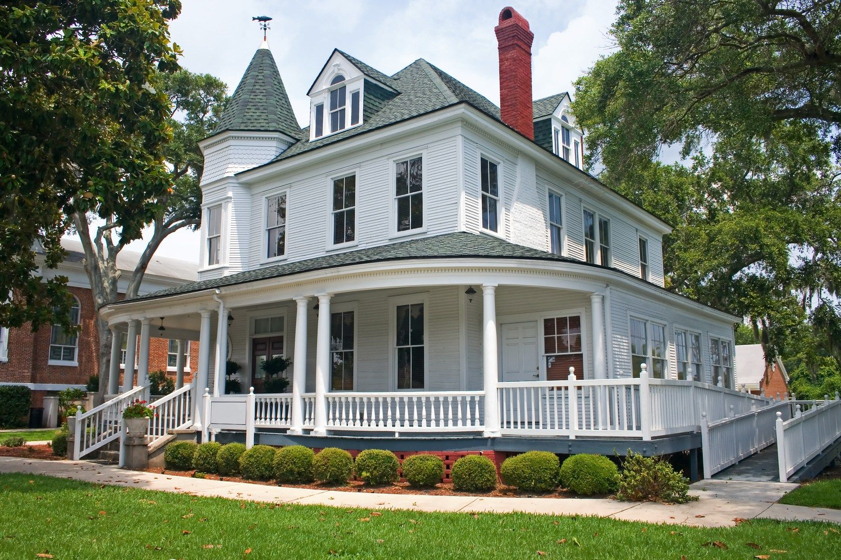 How to create Beautiful Victorian Style House Idea (With