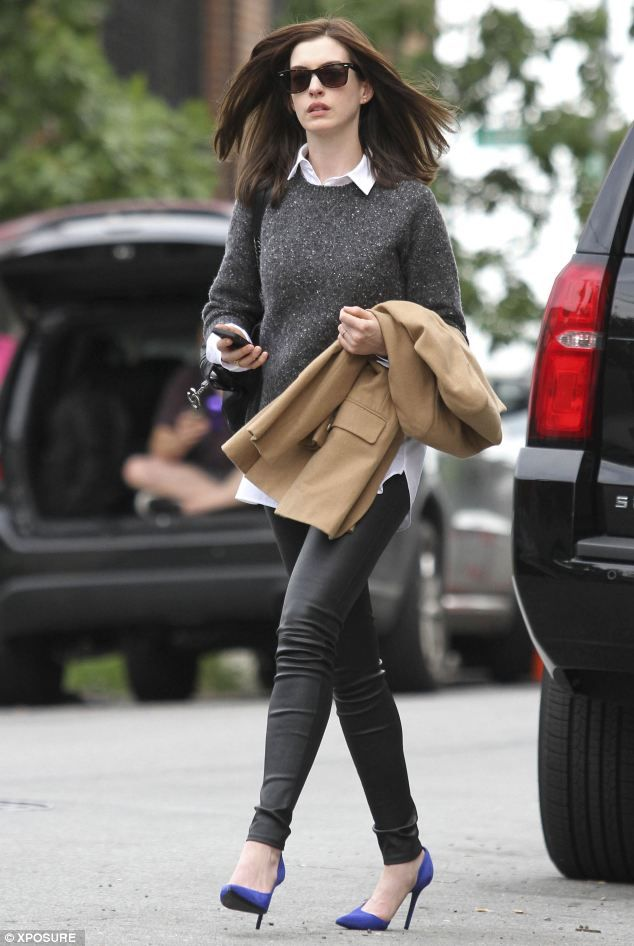 90bf0e90cae8 Back in style  Anne Hathaway looked bang on trend as she shot scenes for her  new film The Intern in New York